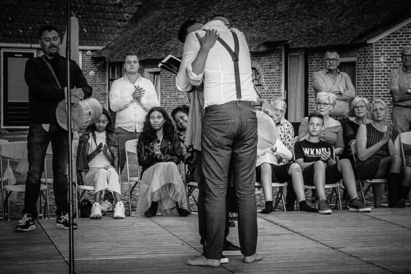 trouwfotografie-ceremonie-vader-zoon-bruid-dans-ina-kleiman-hoogeveen-drenthe