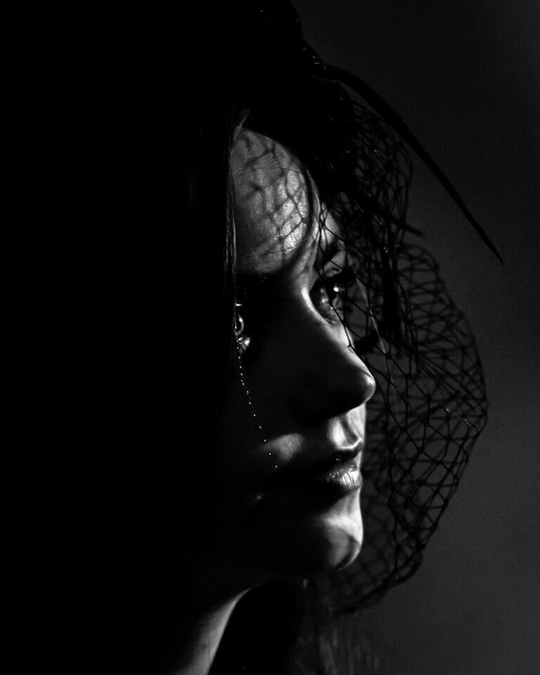 portret-fotografie-vrouw-zwart-wit-ina-kleiman-hoogeveen-drenthe
